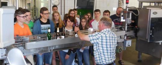 Besuch der Biotechnologen in der Brauerei Fiedler