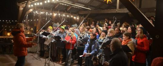 Fotos vom Auftritt des Schulchores auf dem Schwarzenberger Weihnachtsmarkt
