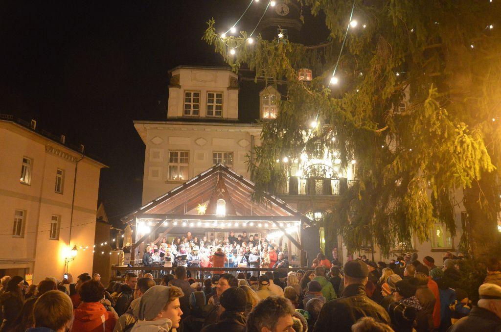 Weihnachtsmarkt Schwarzenberg.Fotos Vom Auftritt Des Schulchores Auf Dem Schwarzenberger